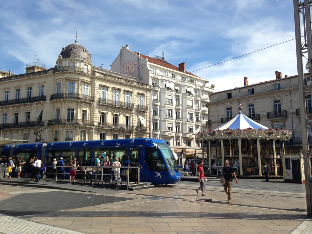 a quick guide to the place de la com die montpellier the south of france. Black Bedroom Furniture Sets. Home Design Ideas