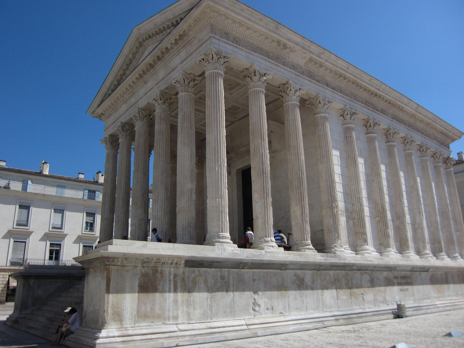 La maison carr e n mes the south of france - Maison carree nimes ...