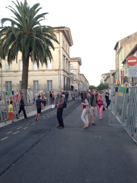 Abrivado barriers in Nîmes, Rue de la Republique