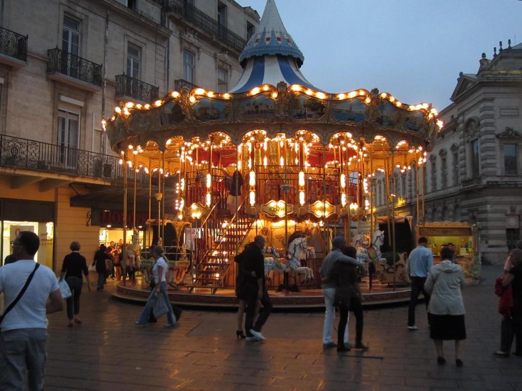 merry-go-round, place de la comedie, Montpellier