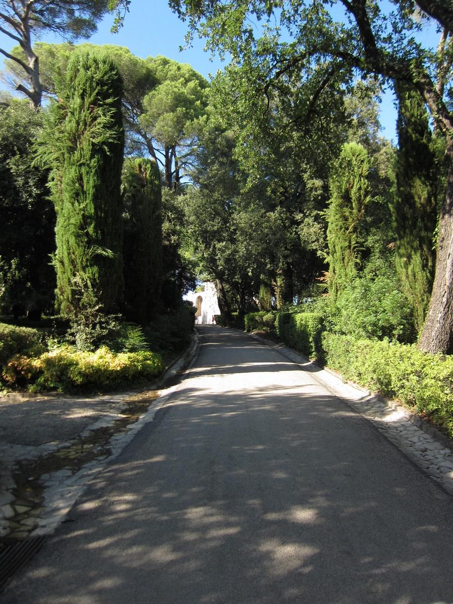 Bassin Fontaine De Jardin le jardin de la fontaine, nîmes. - the south of france